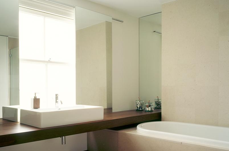 Nicklin-House-bathroom